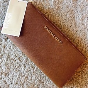 NEW WITH TAGS brown leather michael kors wallet